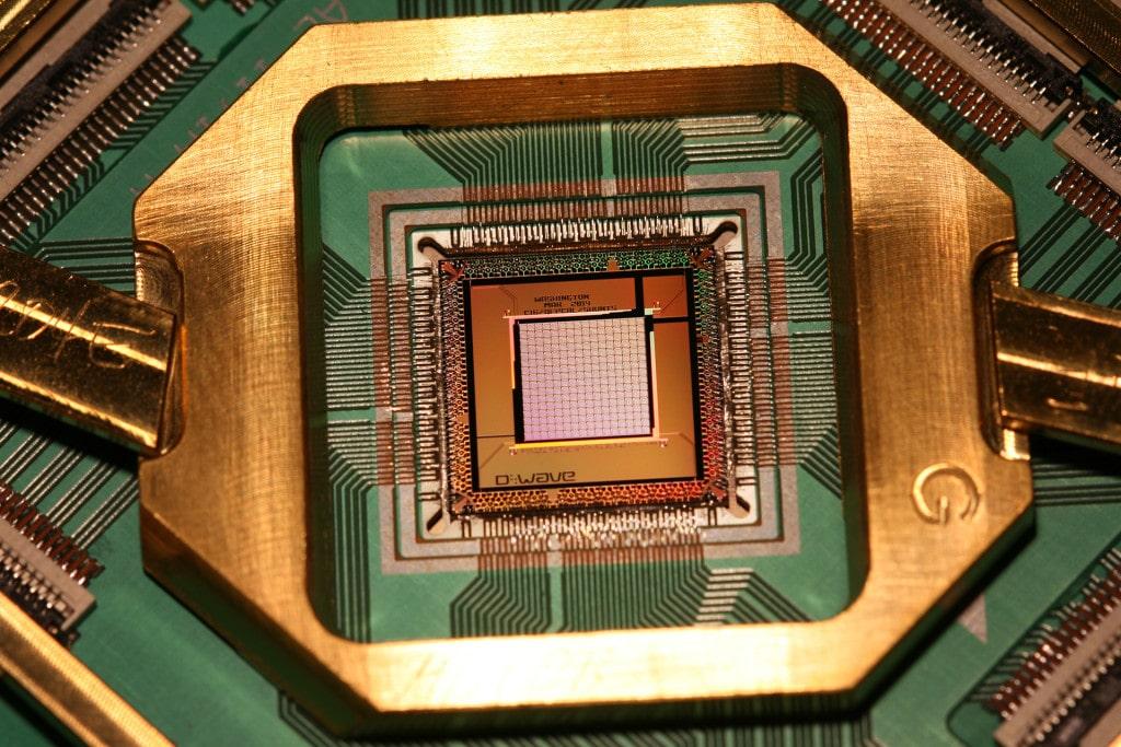 1000-Qubit-chip_2